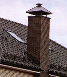 труба дымохода на крыше дома