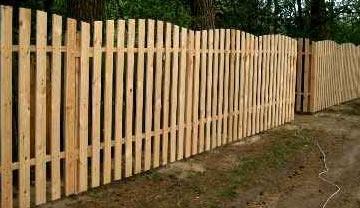 классический забор из дерева