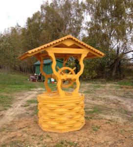 декоративный деревянный колодец