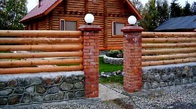 ограда из бревен