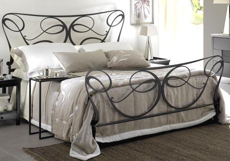 спальня кованая мебель