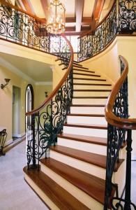 красивая кованая фигурная лестница