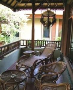кресла на балконе