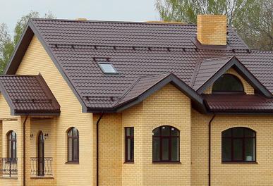 крыша кирпичного дома из металлочерепицы