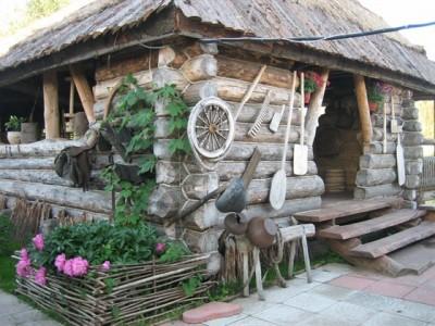 летняя кухня в стиле русской избы