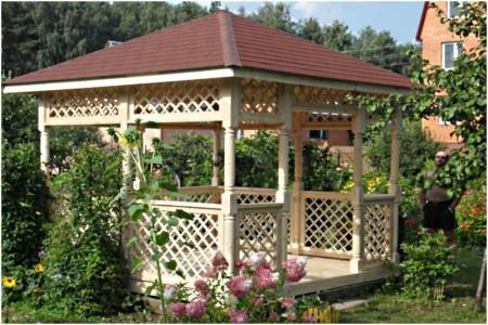 квадратная деревянная садовая беседка