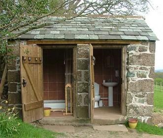 каменный летний туалет