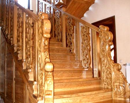 маршевая лестница из дерева