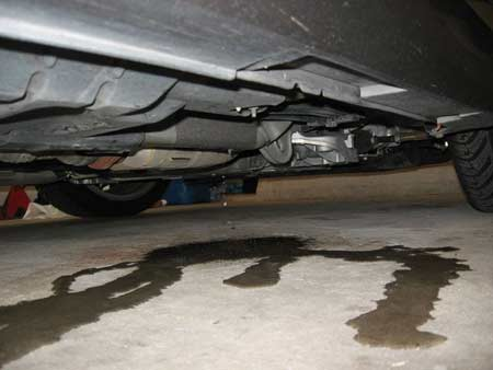 разлитое масло в гараже
