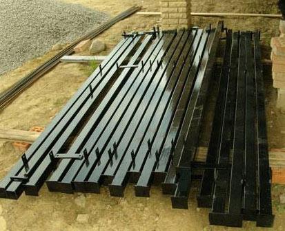 металлические столбики