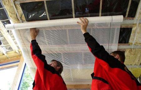 монтаж пароизоляции к потолку