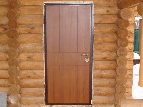дверь в предбанник