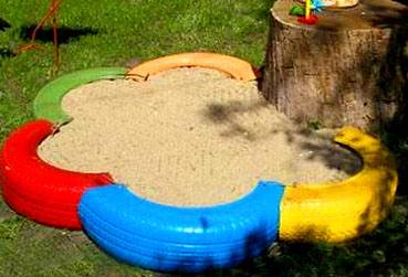 песочница из нескольких шин