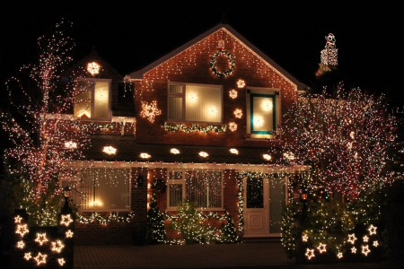 новогодний фасад дома