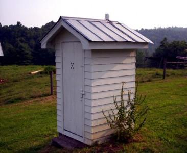 обычный летний туалет