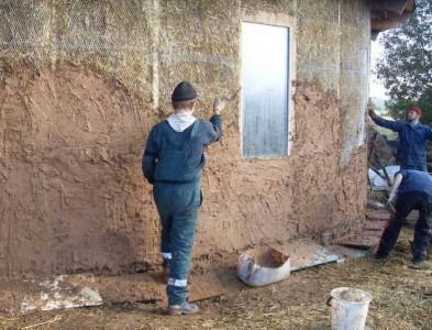 оштукатуривание соломенных стен