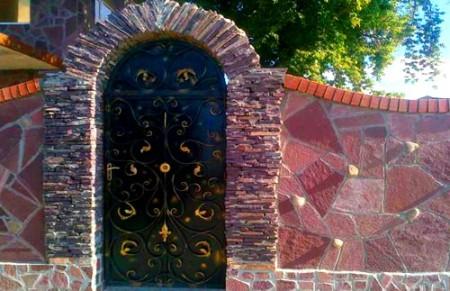 забор отделка камнем