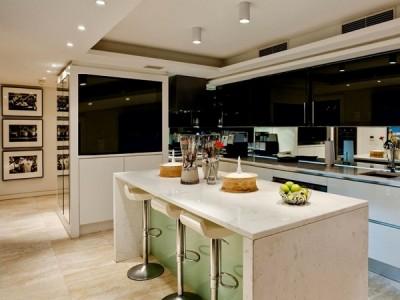 плазменный телевизор на кухне