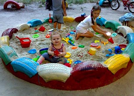 песочница из покрышек