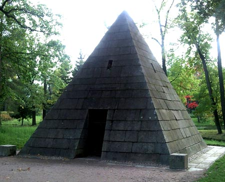 пирамида на даче