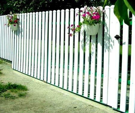 ворота пластиковый штакетник