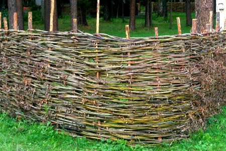 ограда из ивы
