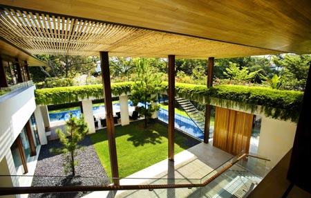 Внутренний дворик дома