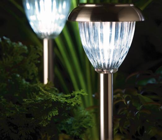 Лампы вокруг пруда
