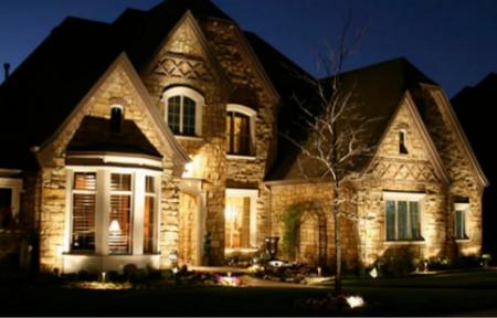 подсветка фасада дома прожекторами