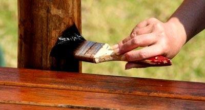 покраска столба из дерева