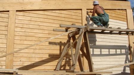 покрытие деревянного дома лаком