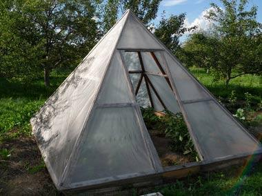 прозрачная пирамида из поликарбоната