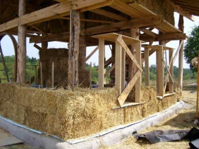 постройка дома из соломы