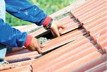 повреждение шифера на крыше