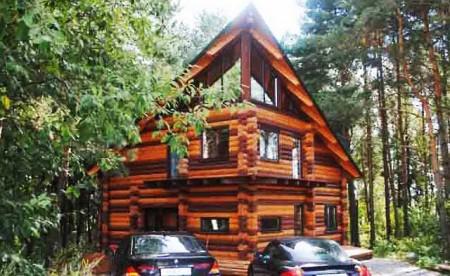 трехэтажный деревянный дом