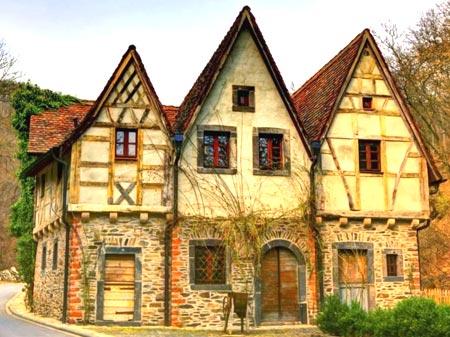 каменный дом мансарда