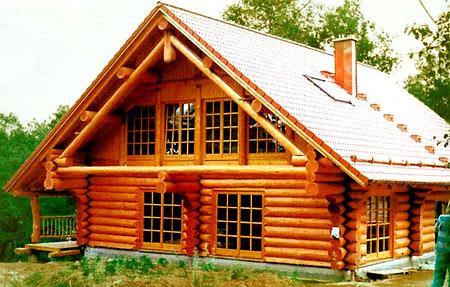дом с мансардой из бревна