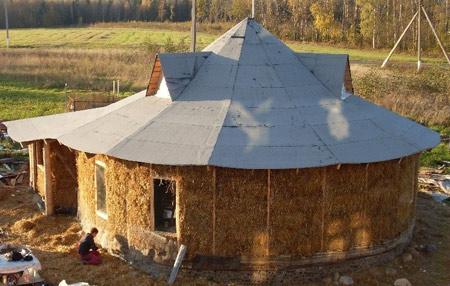 соломенный круглый дом