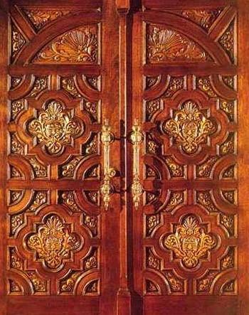 распашные резные двери