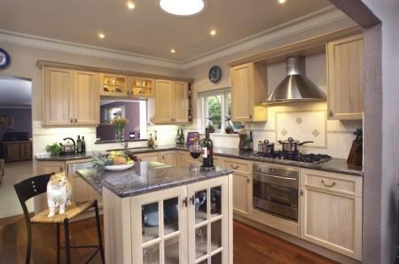 регулируемый точечный свет на кухне