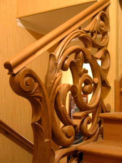 резные украшения лестницы