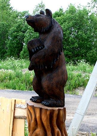 резной медведь