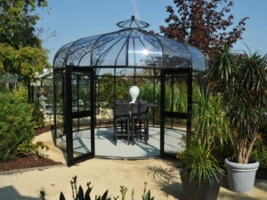 садовый павильон с прозрачной крышей