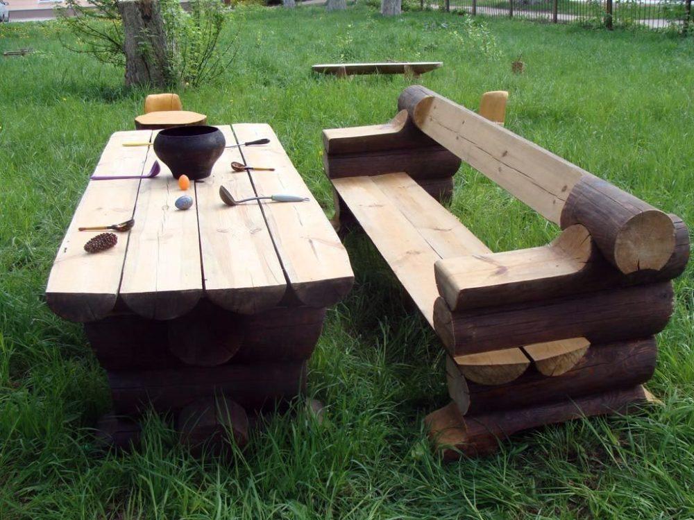 скамейки и столы из бревна фото атмосфера