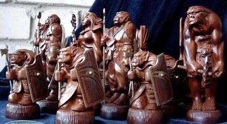 резные шахматные фигуры