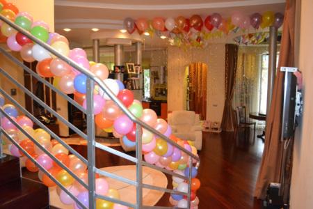 украшение частного дома шарами