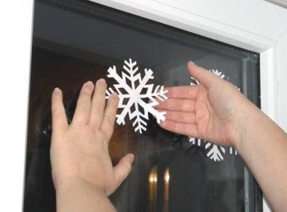 наклейка снежинки на стекло