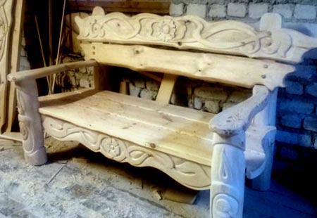 резная скамейка