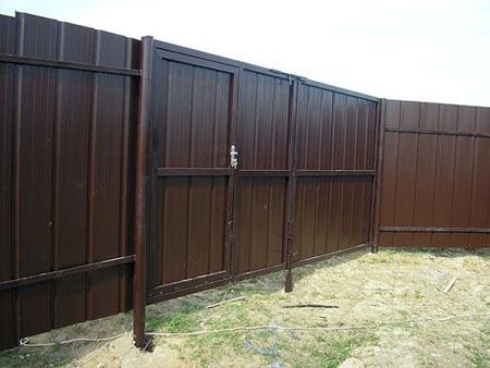 сплошной металлический забор