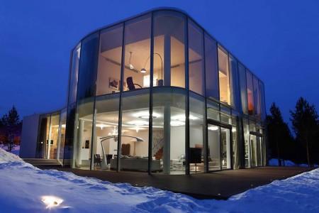 современный стеклянный дом